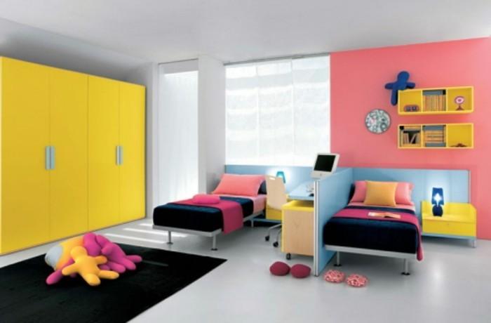 3kinderzimmer-für-zwei-raum-abtrennen-zimmer-zwei-betten-schwarzer-teppich-monitor-pinke-wand