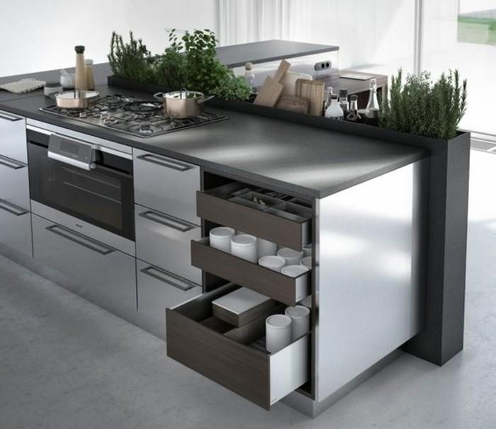 4-küche-dekorieren-kücheninsel-in-grau-und-silbern-modern-grüne-pflanzen-fenster-ofen