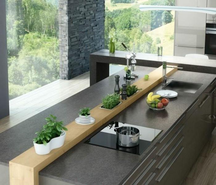5-kreative-wohnideen-grauer-kücheninsel-fenster-grüne-pflanzen-käuter-obst-topf-waschbecken