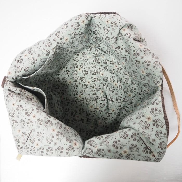 53handtasche-naehen-innere-seite-musterstoff-pflanzenmotive-hellblau