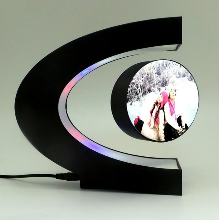 5hochzeitsgeschenke-ideen-schwarzer-c-foermiger-elektronischer-bolderrahmen-led-licht