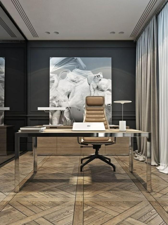 7-arbeitszimmer-gestalten-boden-aus-holz-beige-stuhl-bild-graue-gardinen-weisser-laptop