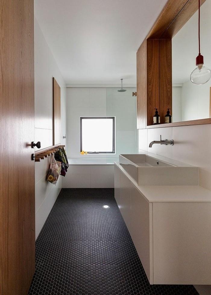 Badezimmerwände-ohne-fliesen-kleines-badzimmer-mit-gestrichenen-wänden-und-paneele