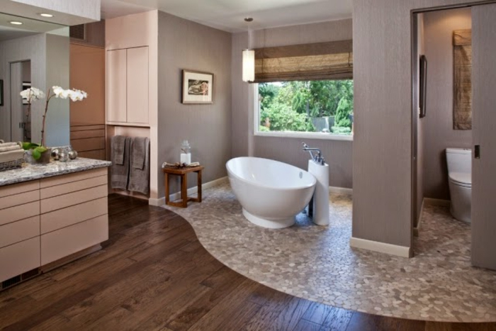 Badezimmerwände-ohne-fliesen-mosaikboden-und-laminat-interessante-kombination