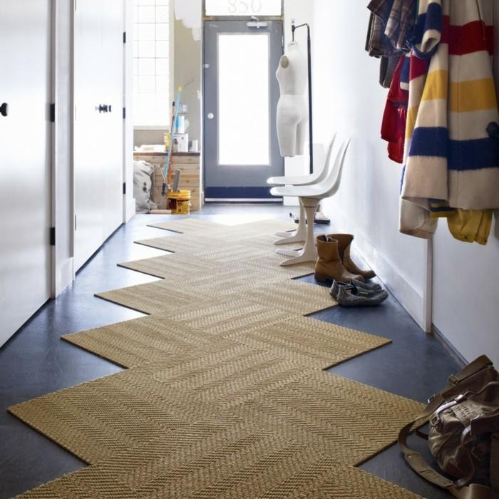 Diele-gestalten-einen-zick-zack-teppich-und-zwei-stühle