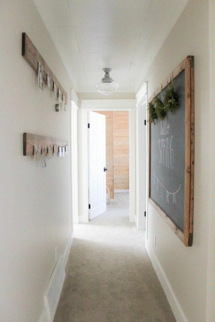 Diele-gestalten-weiße-wände-und-kreative-wandbilder