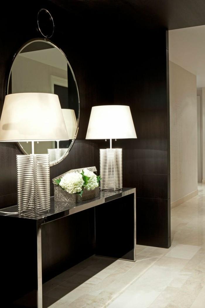 Diele-gestalten-zwei-lampen-symmetrisch-an-dem-beiden-seiten-des-spiegels