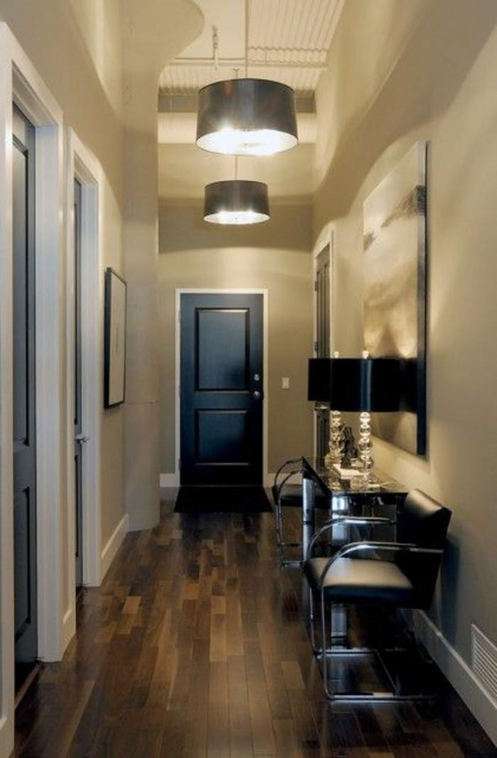 Dunklen-flur-heller-gestalten-mit-hängenden-lampen