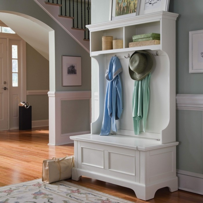 Flur-ideen-garderobe-in-weißer-farbe
