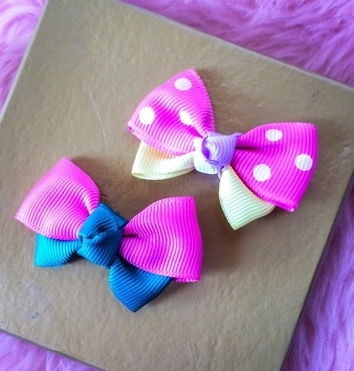 Haarspangen-kinder-in-rosa-und-blauer-farbe