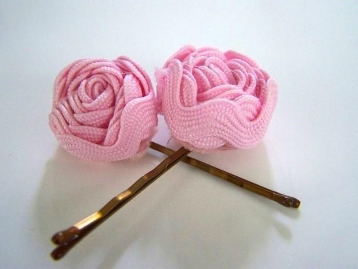 Haarspangen-mädchen-mit-Rosen-in-rosa-farben-an-den-enden