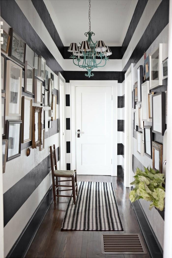 Schmaler-flur-ideen-kleiner-teppich-auf-schwarz-und-weißer-streifen