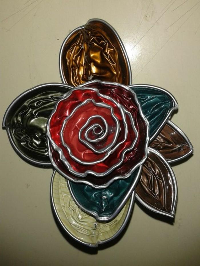 schmuck-aus-kaffeekapseln-roseblueten-mit-blaettern-so-schoen