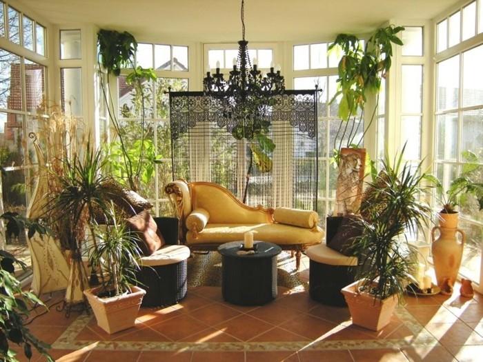 wintergarten-veranda-fliesen-bodenbelag-pflanzen-lounge-moebel