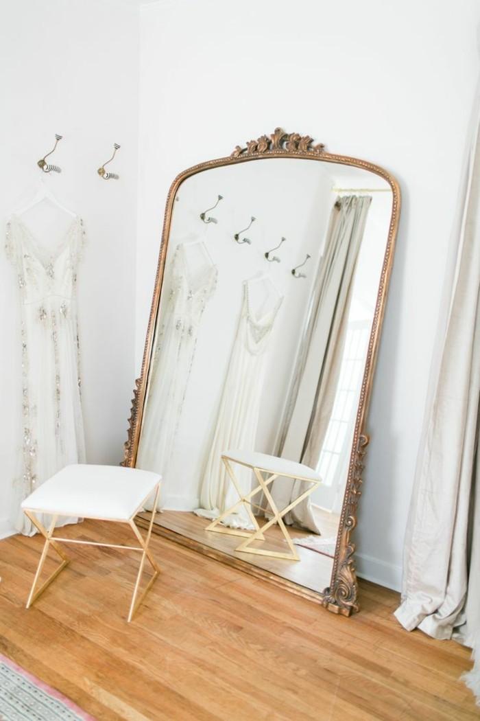 ankleidezimmer-moebel-spiegel-modern-rahmen-hocker-anhaenger-fein-und-klassisch-alles-noetige-im-ankleidezimmer