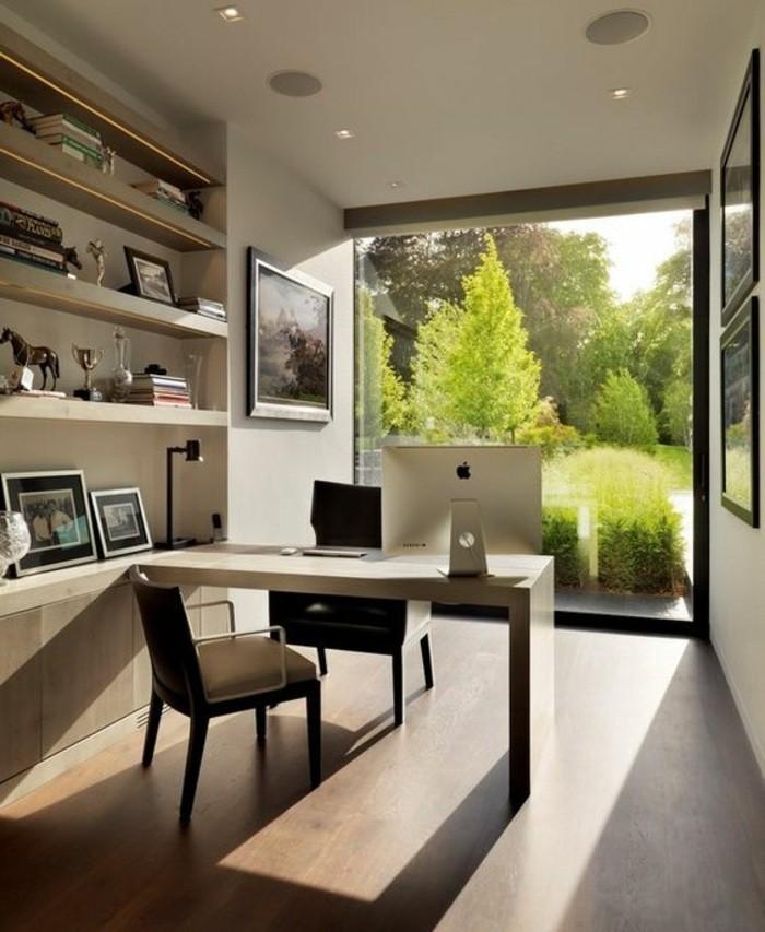 arbeitszimmer-gestalten-grosses-fester-regale-buecher-bilder-stuhle-computer
