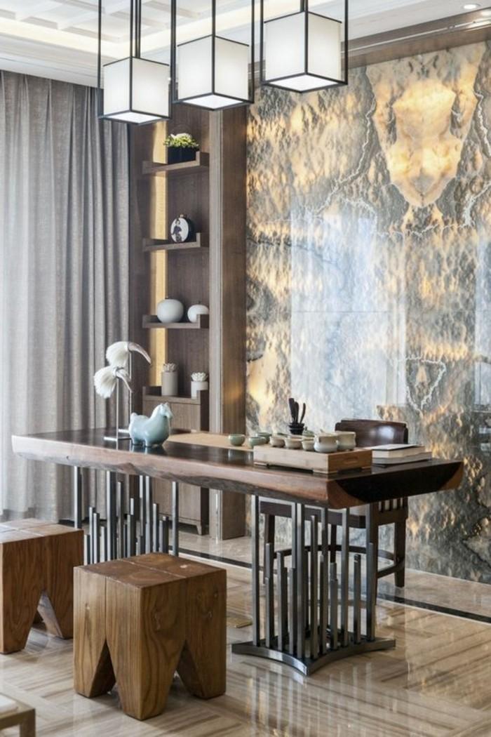 arbeitszimmer-gestalten-hocker-schreibtisch-aus-holz-wanddeko-brauner-stuhl-dekorationen