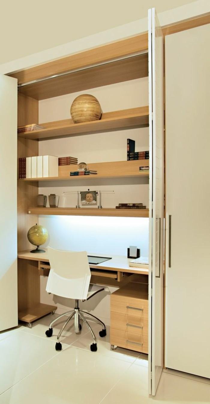 arbeitszimmer-gestalten-in-beige-weisser-stuhl-regale-foto-tuer-globus
