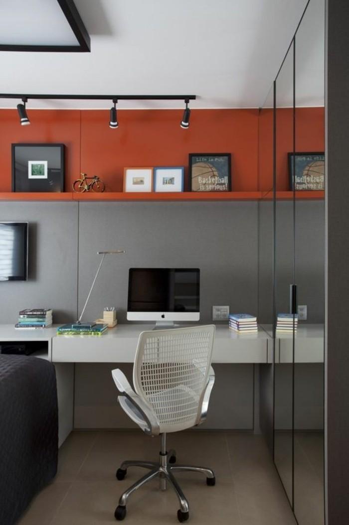 arbeitszimmer-gestalten-weisser-stuhl-computer-lampe-schrank-schreibtisch