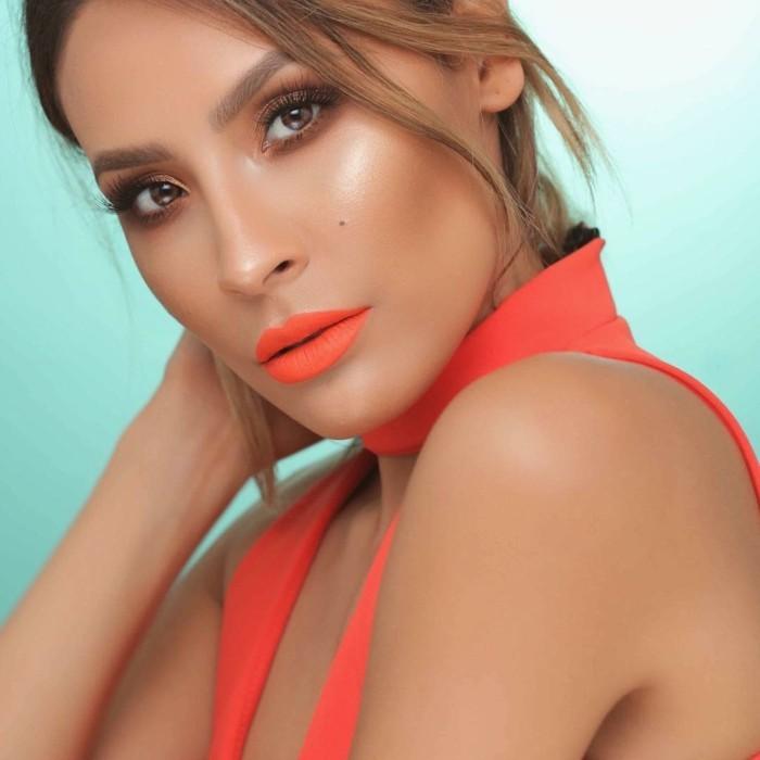 augen-make-up-anleitung-natuerliches-augen-make-up-lidschatten-highlight-rouge-orange-lippenstift
