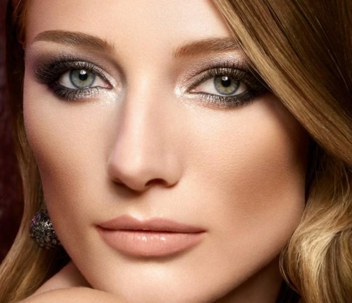 augen-make-up-frau-mit-schoenem-gesicht-highlighter-rouge-lipgloss-lidschatten