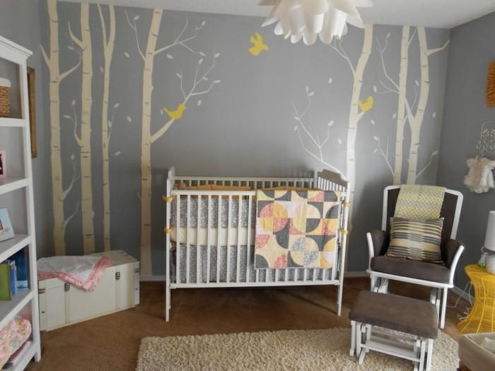 Babyzimmer Tapete Bäume Vögel Teppich Polsterstuhl Polsterhocker Kisse