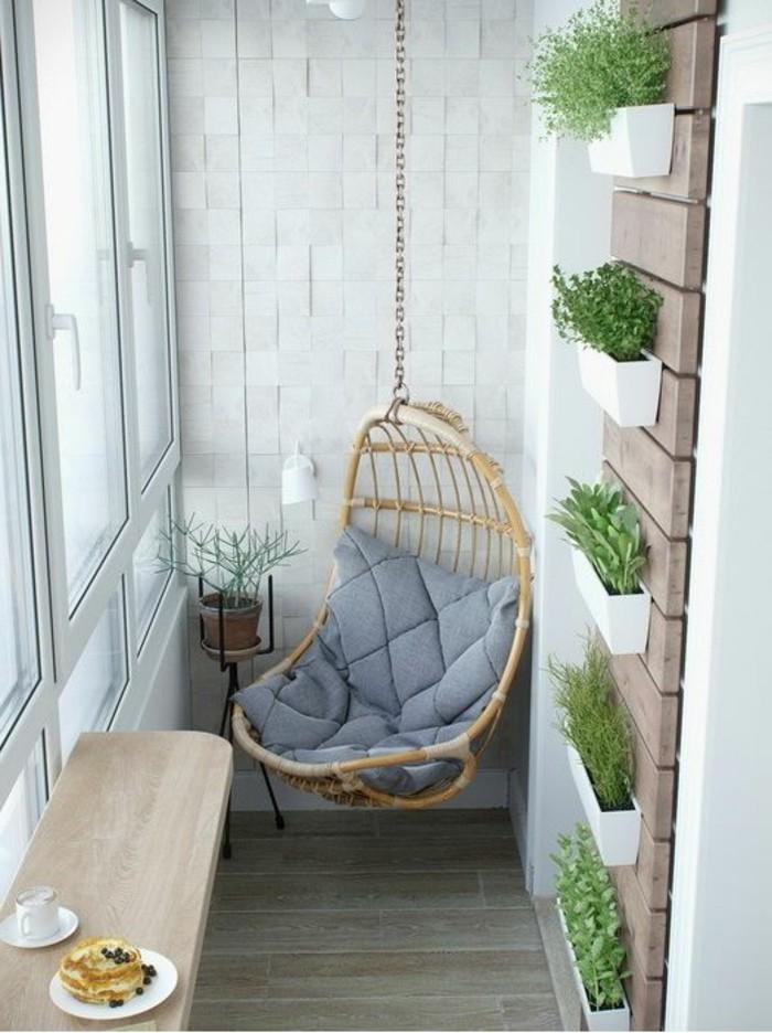 balkon-ideen-wanddeko-grüne-pflanzen-tisch-fenster-tasse-kaffee-sessel