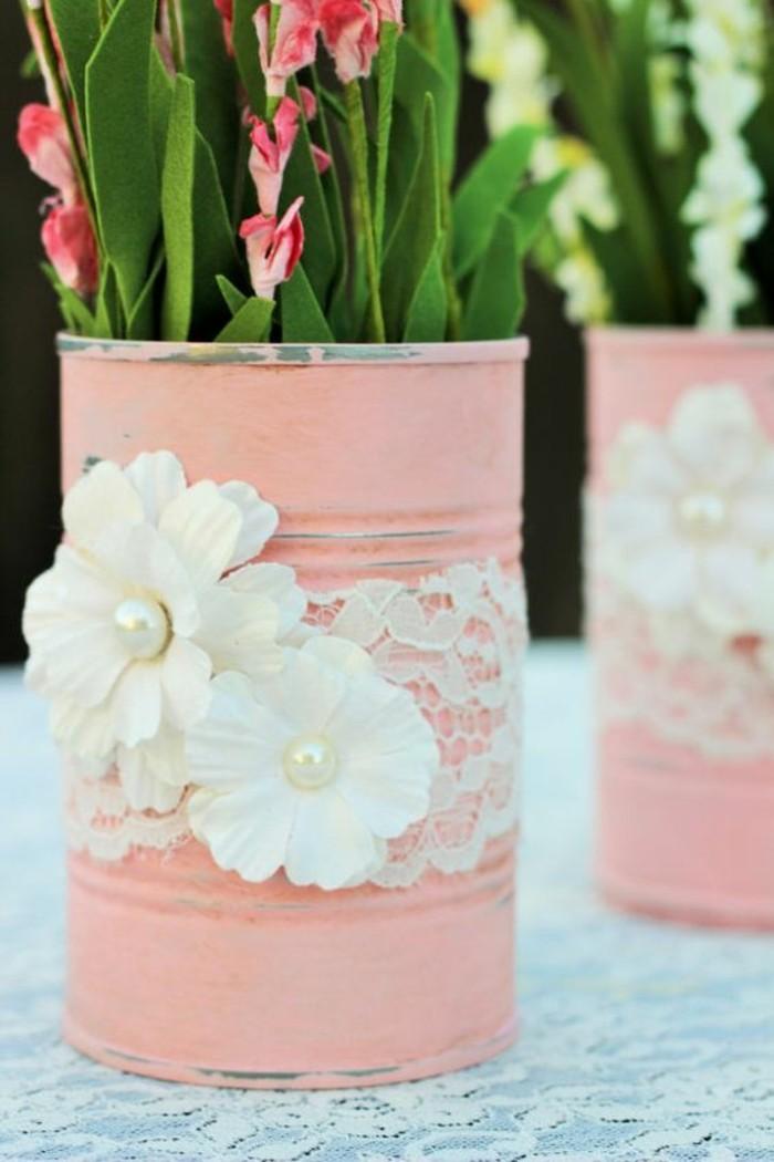 basteln-mit-dosen-weisse-spitze-blumen-perlen-blumentopf-rosa-blumen