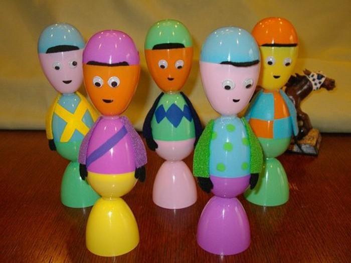 basteln-mit-kleinkindern-offiziere-aus-plastik-basteln