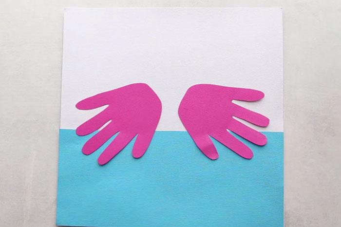 Basteln mit Kindern im Sommer, Handabdruck Flamingos aus Papier schneiden