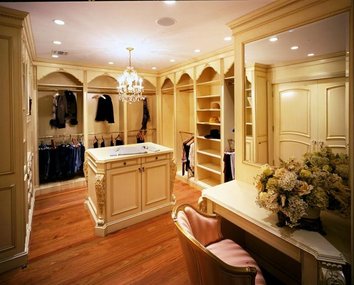 begehbarer-kleiderschrank-system-schminktisch-dekoration-frische-blumen-schrank-regale-garderobe