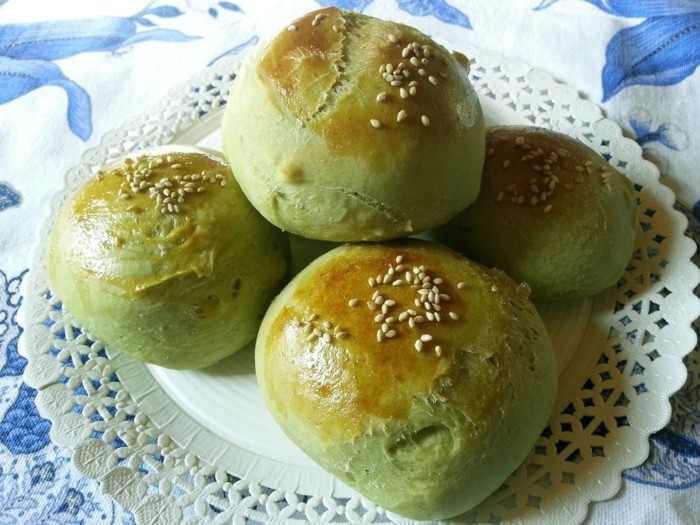 bio-ernaehrung-matcha-gruener-tee-leckeres-gebaeck-mit-sesam-und-matcha-gesund-essen
