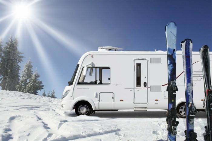 campingzubehoer-ein-wohnwagen-fuer-snowboards