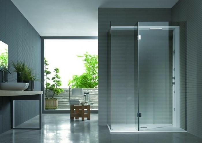 duschkabinne-aus-glas-gruene-pflanzen-graue-flisen-fester-spiegel-waschbecken-design