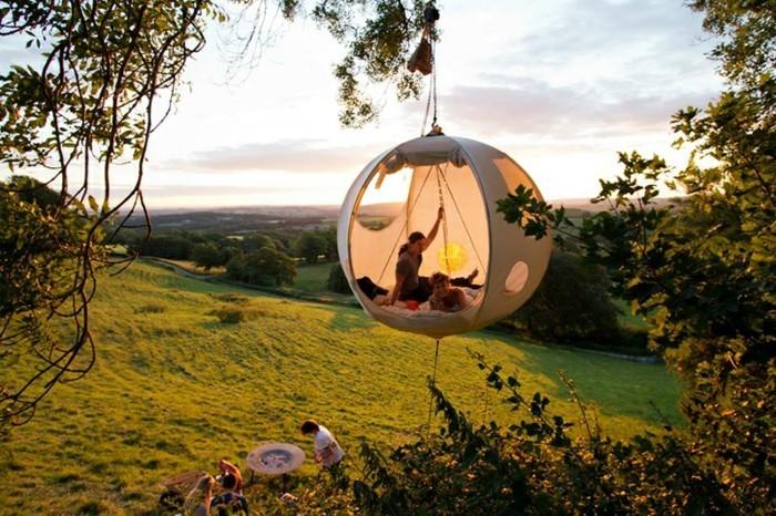 ein-märchenhaftes-campingzelt-im-wald