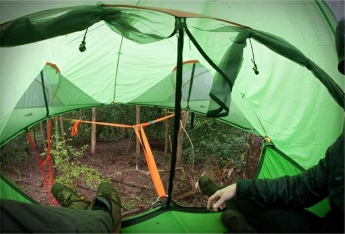 ein-schönes-und-grünes-campingzelt-im-wilden-wald