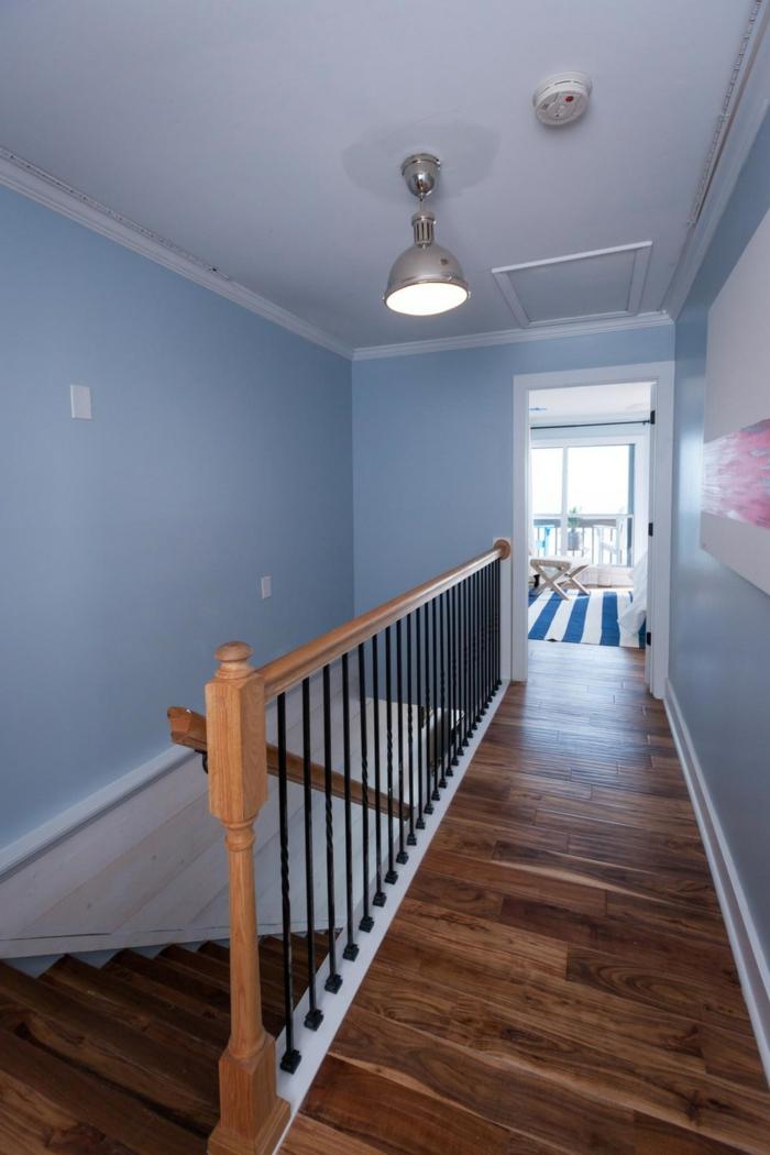 flur-beispiele-blaue-wände-parkettboden