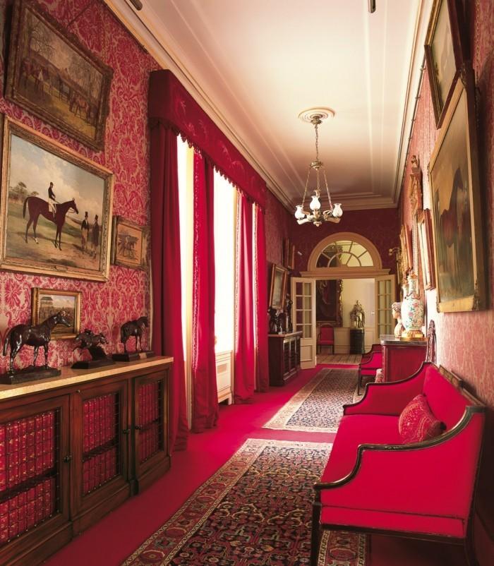 flur-gestalten-ideen-mit-roten-vorhang-und-rote-möbel