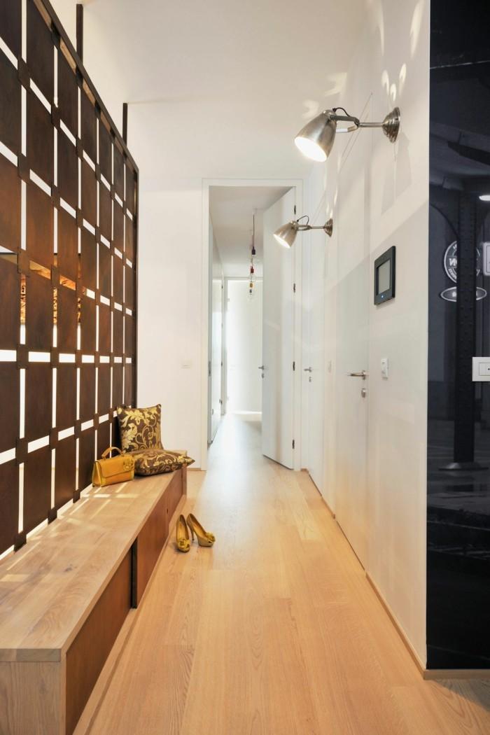 flur-renovieren-sehr-praktisch-mit-laminat-boden-in-heller-farbe