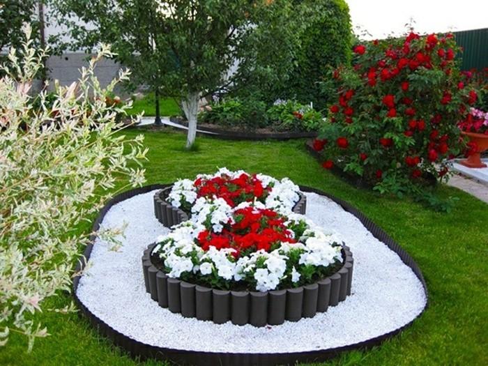 gartengestaltung-beispiele-weiße-kiesel-weiße-blumen-rote-blumen-rosenbusch