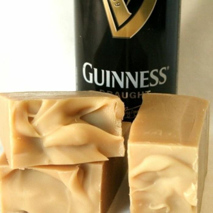 geschenk-fuer-den-freund-guinness-bierseife-dunkles-bier-dark-beer-seife-selber-machen