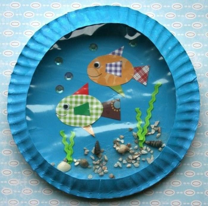 geschenk-für-opa-basteln-aquarium-für-fische-aus-gefärbtem-papier-und-steinen
