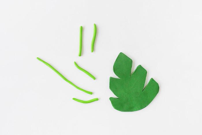 Blatt aus grüner Modelliermasse ausschneiden, Deko für Blumentopf
