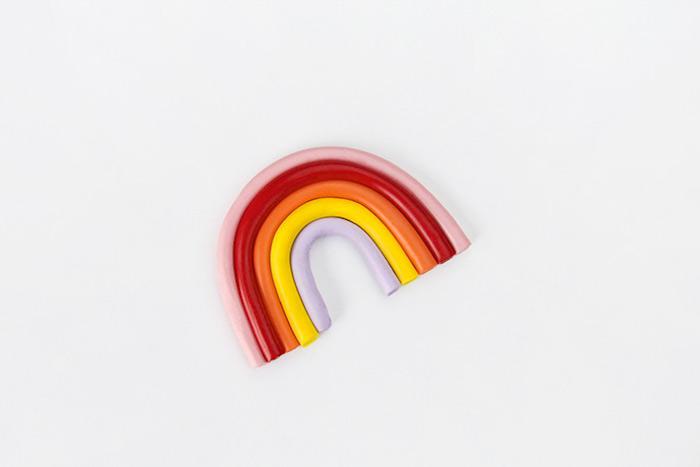 Basteln mit Kindern 4 Jahre, DIY Regenbogen aus 5 Farben Modelliermasse