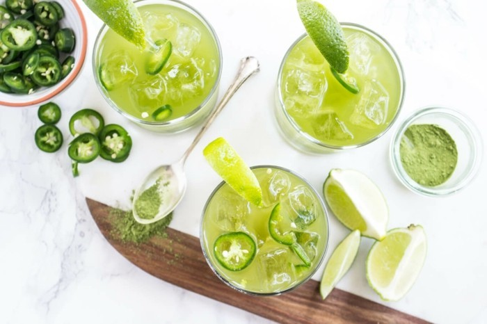 gesunde-rezepte-mit-matcha-cocktails-mit-matcha-zitrone-eis-scharfe-motive-paprika