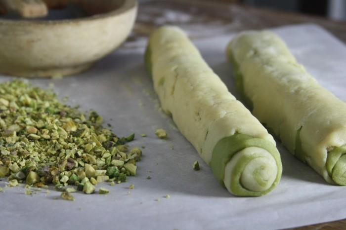 gruener-tee-matcha-kuchen-pistazien-gruener-kuchen-kekse-schneiden-tolles-design-in-der-kueche