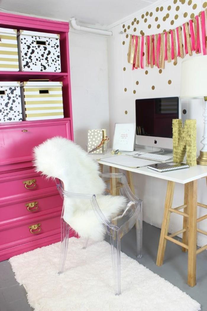 heimbuero-teppich-rosa-schrank-wandsticker-computer-hefte-stuhl-schreibtisch