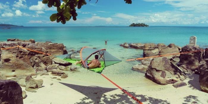 hier-ist-noch-ein-ausgefallenes-grünes-campingzelt-am-strand