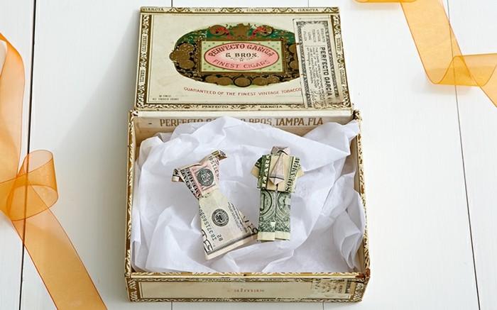 hochzeitsgeschenke-geld-lustige-geldgeschenke-ehemann-ehefrau-viereckige-geschenkbox