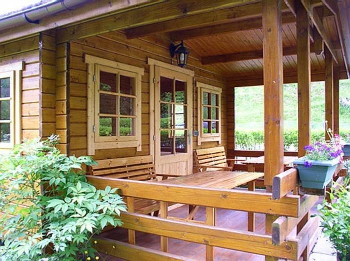 holzhaus-mit-veranda-kleine-amerikanische-hütte